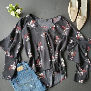 💍Express Black and Floral Blouse